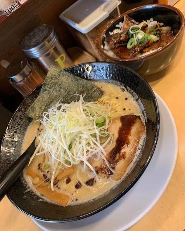 こんにちは!HOTEL TRAD Replayです!今日のお昼、ホテルの近くにある天地人というラーメン屋に行ってきました 店員さんが元気で、味も良くいいところでしたーホテルの近くには飲食店がいっぱいあるので、ご飯には困らないですよーお泊り祭は是非!!! #大阪観光 #大阪グルメ #難波 #千日前 #ラーメン #ホテル